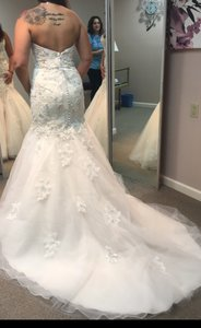 Beautiful Lace Beaded Gown Sweetheart Style Never Been Altered Wedding Dress