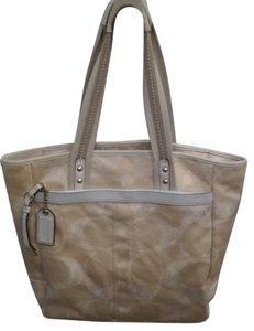 Coach Tote in Natural/beige and cream