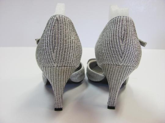 d6a15eb88635 J. Reneé Silver Gray M Padded Footbed Excellent Condition Pumps Size ...