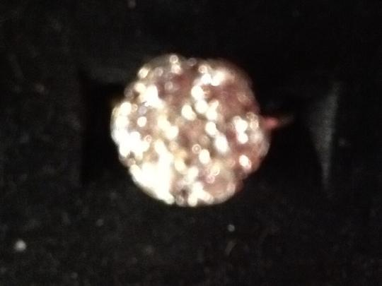 S & S Contemporary 1ct. Total wt. made of 7 diamonds that make a flower design,