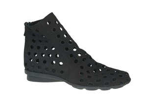 Arche Made In France Leather Lining Zipper Perforated Detailing Nori Nubuck Black Boots