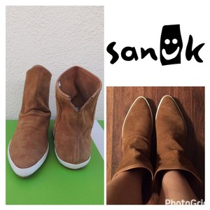 Sanuk Saddle Boots