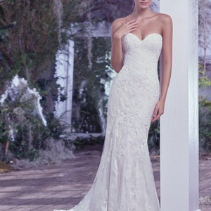 Lace Appliqué Strapless Sweetheart Wedding Dress