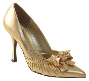BCBGeneration Bcbg Evening Prom gold Pumps