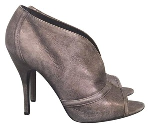 Elizabeth and James Silver metalic Pumps