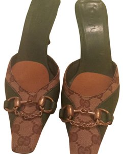 Gucci GG print Trimmed in Green leather Mules
