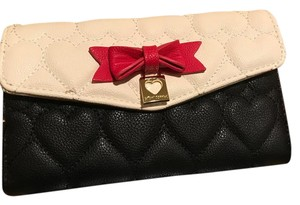 Betsey Johnson heart quilted white/black/red