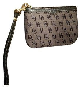 Dooney & Bourke Wristlet in Navy blue