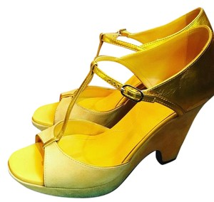 Tod's Stylish Comfortable Made In Italy Yellow gold Sandals