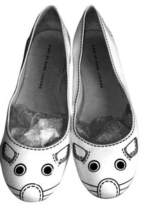 Marc Jacobs White .. With Some Black Flats