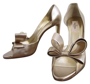 Valentino Bow Pee Toe Size 38.5 Gold Pumps