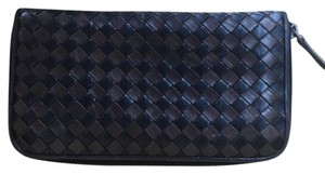 Bottega Veneta Bottega Veneta Zip Around Wallet. Cuteeee!!