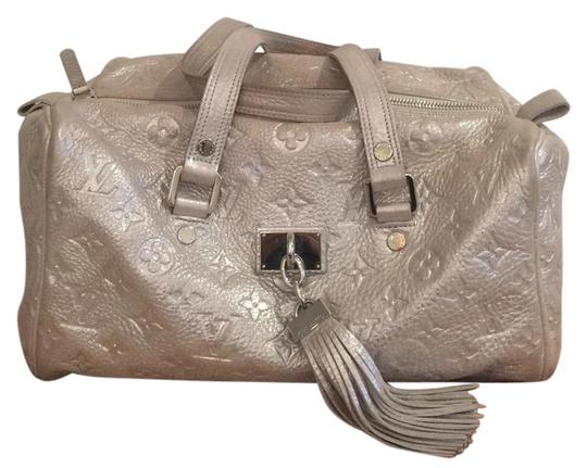 Preload https://img-static.tradesy.com/item/20591540/louis-vuitton-limited-edition-comete-silver-shimmery-leather-satchel-0-2-540-540.jpg