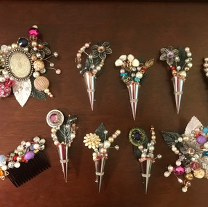Boutonnières Corsages & Hair Pieces