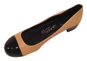 Kenneth Cole Tan with black tip Pumps