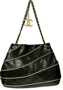 Chanel Lambskin Chain Strap Shoulder Bag
