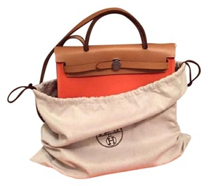 Herms Satchel in orange / feu