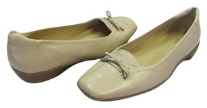 Easy Spirit Leather Size 8.50 M Padded Footbed Excellent Condition Neutral Flats