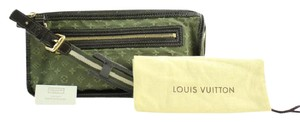 Louis Vuitton Poche Pochette Wristlet Accessoires Clutch Satchel in Green