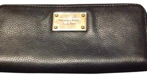 MICHAEL Michael Kors Wristlet in Black With Gold Interior