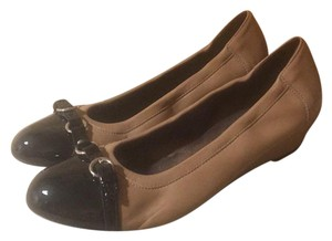 Attilio Giusti Leombruni Taupe leather/Black Patent Wedges