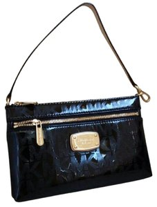 Michael Kors Satchel Messenger Selma Medium Studded 30h5geym2l Wristlet in Metallic Black