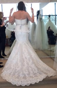 Malis-Henderson Beautiful Scalop Edge Veil - Lace