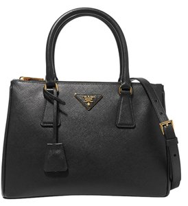 Prada Galleria Medium Tote in black