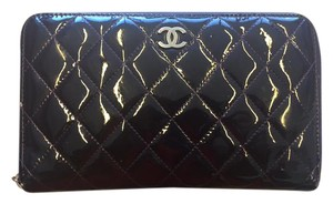 Chanel CHANEL Large Quilted Zip Wallet in Rare Patent Leather