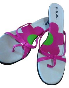 MIA White/ Fuschia Sandals
