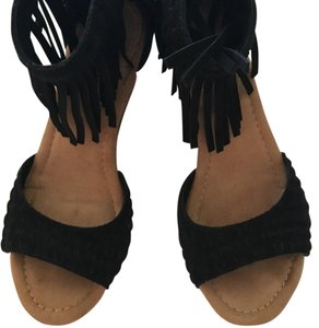 Minnetonka black Wedges