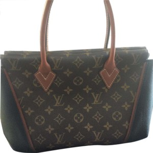 Louis Vuitton W W Pm Leather Tote in Black/ brown