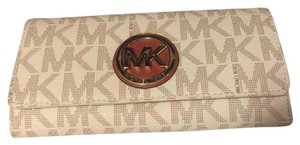 Michael Kors MICHAEL KORS LONG WALLET WITH ROOM FOR IPHONE 6-7 PLUS