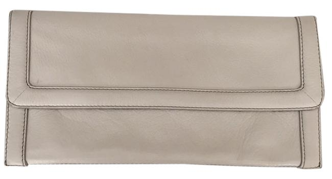 Item - Off-white Leather Clutch