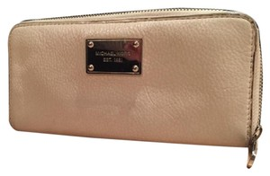 Michael Kors Wristlet in Cream