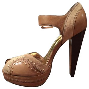 Michael Kors Studded Leather Hidden Platform Vintage beige, gold Pumps