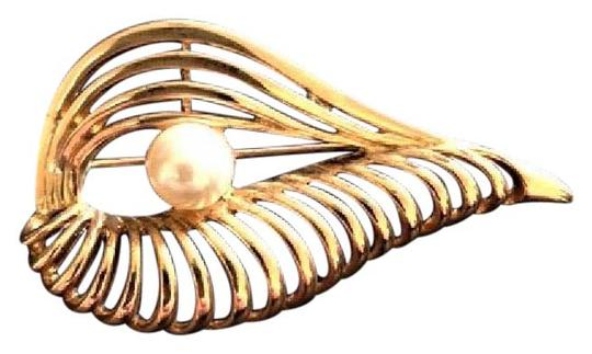 Other Vintage Goldtone and Faux Pearl Brooch