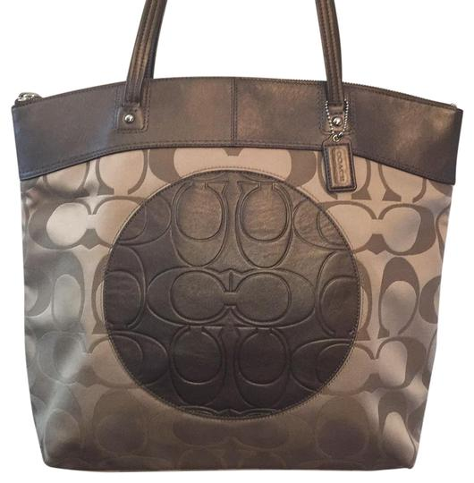 Preload https://img-static.tradesy.com/item/20608114/coach-laura-18335-khakibrown-fabricleather-tote-0-1-540-540.jpg