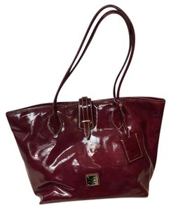Dooney & Bourke Db Patent Leather Tote in cranberry