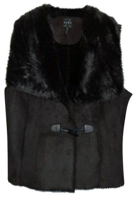 Preload https://img-static.tradesy.com/item/20609444/black-faux-fur-with-a-buckle-closure-vest-size-2-xs-0-2-650-650.jpg