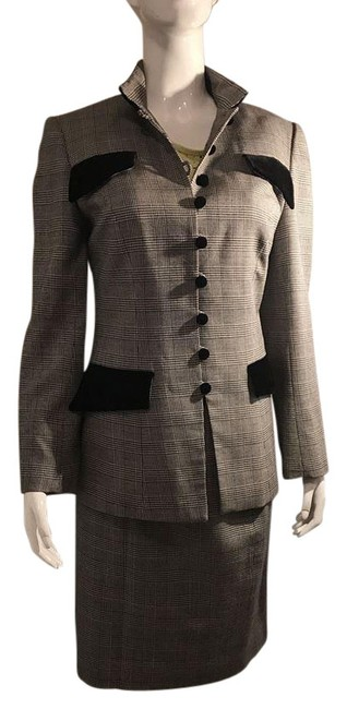 Preload https://img-static.tradesy.com/item/20611493/gray-and-black-retall-skirt-suit-size-8-m-0-1-650-650.jpg