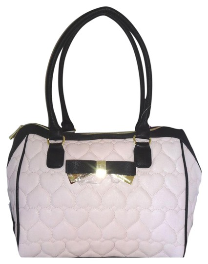 Preload https://img-static.tradesy.com/item/20611684/betsey-johnson-be-my-sweetheart-quilted-heart-blush-faux-leather-satchel-0-1-540-540.jpg