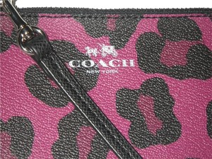 Coach New Wristlet in cranberry