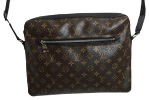 Louis Vuitton Messenger Messenger Bag