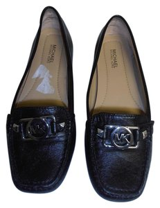 MICHAEL Michael Kors Super Soft Leather Rubber Sole Driving Moccasin Silver Logo black Flats