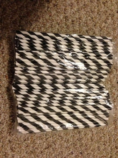 Preload https://item1.tradesy.com/images/black-and-white-vintage-paper-straws-206150-0-0.jpg?width=440&height=440