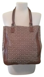 Tommy Hilfiger Tote in Brown & Tan