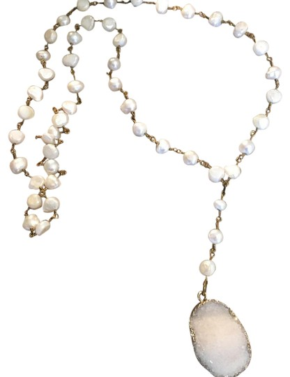 Preload https://img-static.tradesy.com/item/20617591/unik-white-crystal-and-pearl-statement-necklace-0-3-540-540.jpg