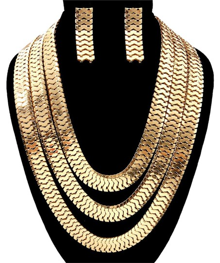 Preload https://item5.tradesy.com/images/gold-chain-layered-necklace-20618209-0-1.jpg?width=440&height=440