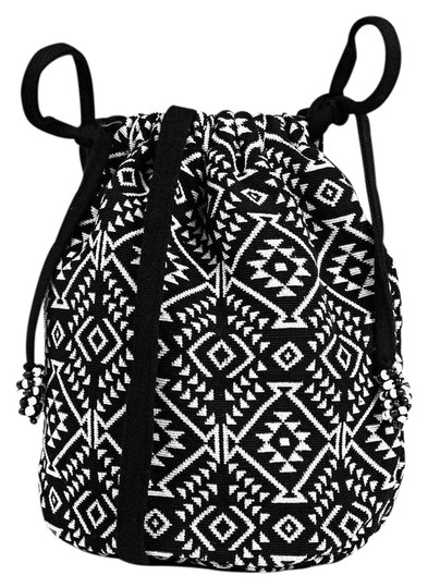 Preload https://img-static.tradesy.com/item/20618308/duffle-blackwhite-fabric-cross-body-bag-0-1-540-540.jpg